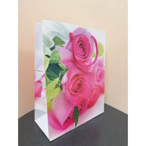 Élénk színű rózsa