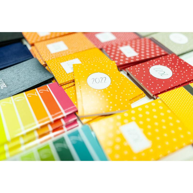 Zsebnaptár A/7 különböző színekkel és mintákkal Sz 2022